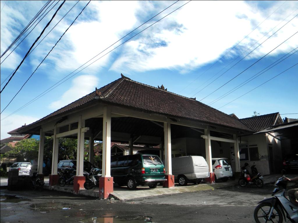 Suasana gedung Kopdit Padang Asri dari sisi timur